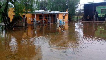 santa fe y entre rios bajo agua: hay cientos de evacuados