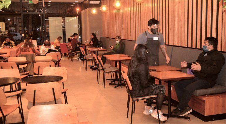 Bares y restaurantes podrán instalar mesas en la calle