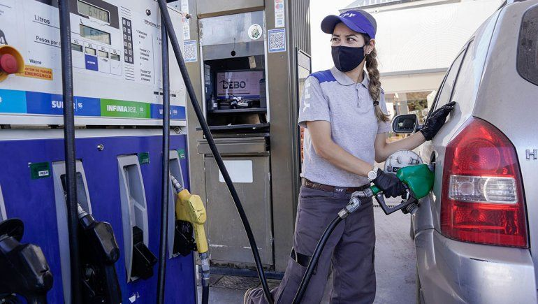 Pese al desabastecimiento, aumentó el precio de la nafta