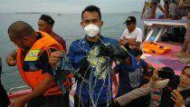 el avion de indonesia con 60 pasajeros cayo al mar y no hay sobrevivientes