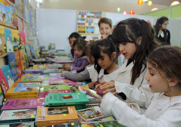 Niños cipoleños se adueñaron de la Feria del Libro