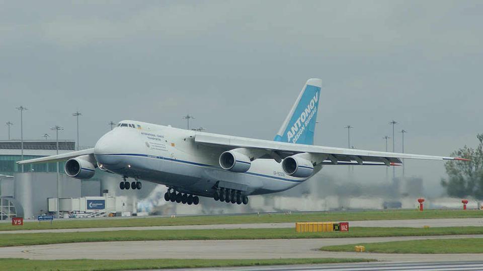 Ya arribó el avión más grande del mundo a Neuquén