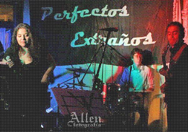 Perfectos Extraños se presenta en Allen