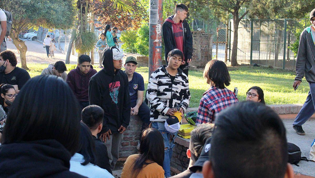 las batallas de rap convocan a una multitud en cipolletti
