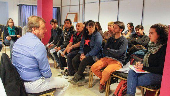 El intendente Tortoriello y referentes del Foro por la Tierra y la Vivienda y del Renabap conversaron para avanzar en la regularización de los servicios.