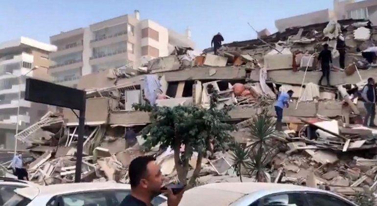 Terremoto y tsunami causó graves destrozos en Turquía y Grecia