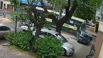 Video: colectivero borracho chocó un auto y mató un hombre