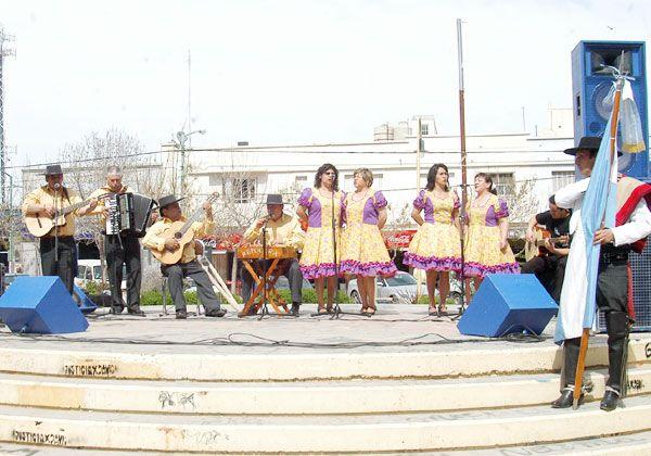 Cálido festejo del Bicentenario de la República de Chile