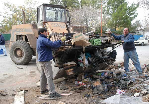 Cipolletti Limpia completó 15 camiones de chatarra