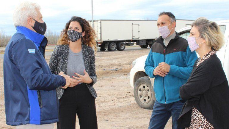 La concejal Victoria Alfonso junto con otros integrantes de la comitiva que visitó las obras de iluminación vial.