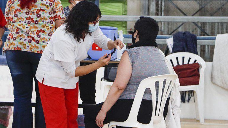 COVID: vacunarán a vecinos de Puente 83