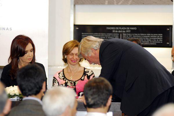 El Gobernador firmó el acuerdo de refinanciamiento de los pasivos