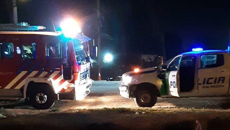 Ruta 151: dos jóvenes motociclistas murieron tras impactar contra un camión