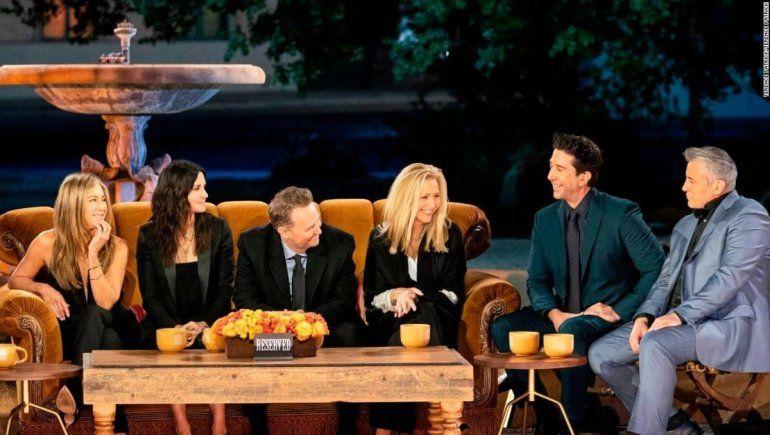El recuerdo con el que volvió Friends y el guiño de Aniston a Brad Pitt