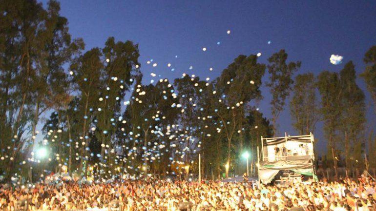 Miles de jóvenes acompañaron el inicio de Aviva Argentina