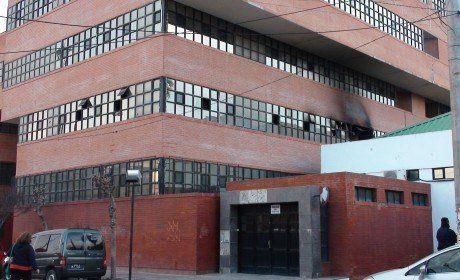 Abusador denunciado por su hija se oculta en Cipolletti