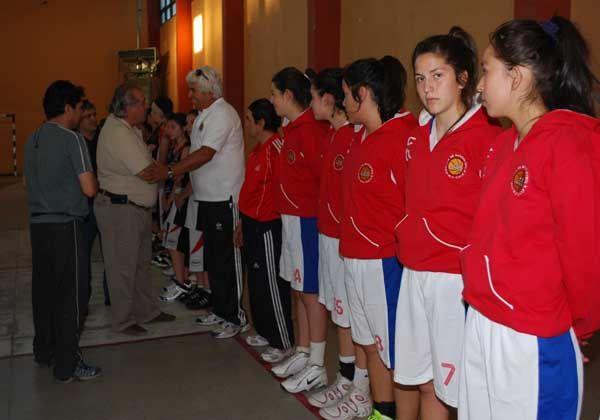 Comenzó el torneo Internacional de básquetbol femenino en Fernández Oro