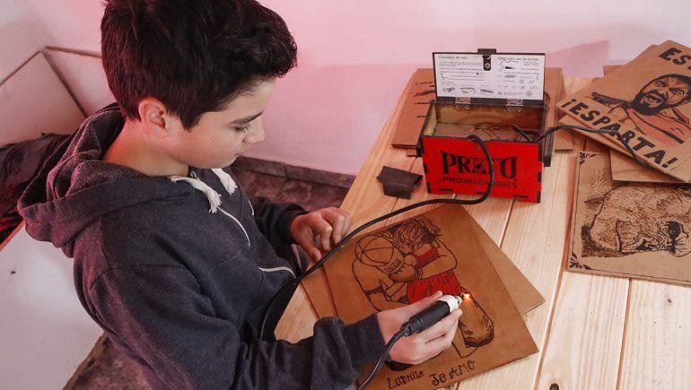 Pequeño Picasso: con 12 años creó su propio emprendimiento de pirograbado