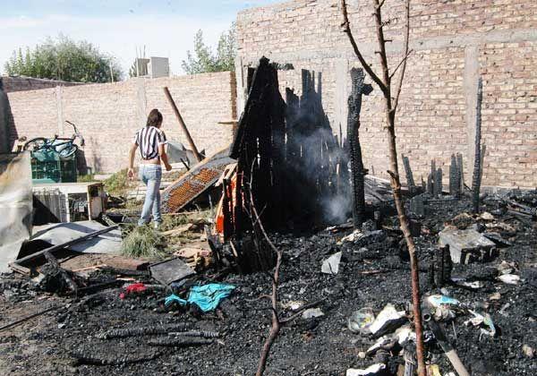 Perdieron todas sus pertenencias  por el incendio de una casilla