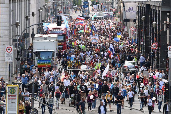 Dispersan una marcha anticuarentena sin barbijos en Alemania
