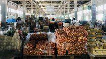 reclaman a neuquen que libere los camiones de frutas y verduras