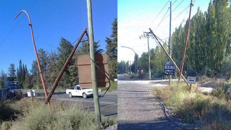 Un camión derribó varios postes de luz y provocó un apagón