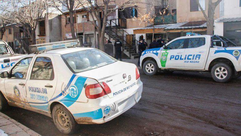Vecinos del Brentana en alerta por bombachas en picaportes