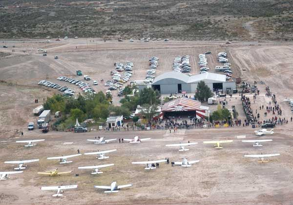 Espectacular show aéreo convocó a una multitud de valletanos en Allen