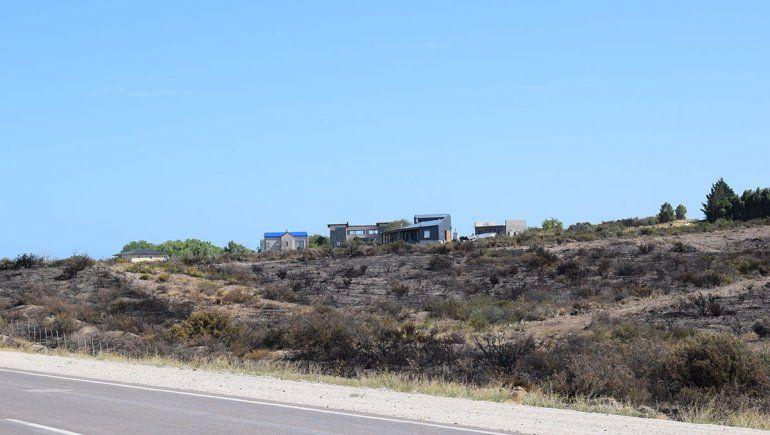 El incendio rural en Las Grutas dejó campos desolados