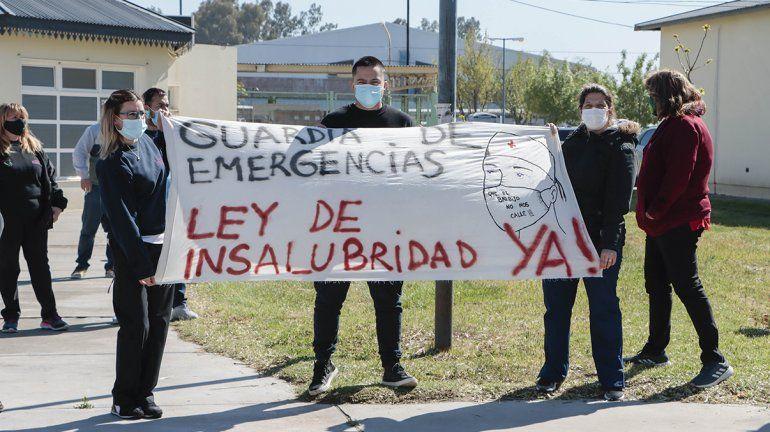 Trabajadores hospitalarios convocaron a una marcha de antorchas