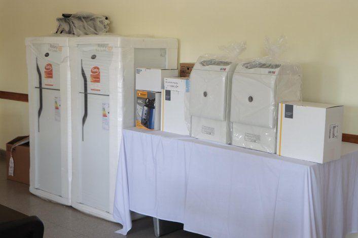 Llegó el día: entregaron los equipos para analizar muestras de Covid-19 en Cipolletti