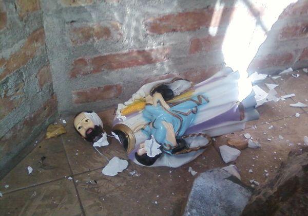 Manos anónimas destrozan imagen de San Cayetano en Oro