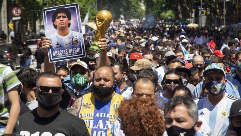 A dos semanas del velatorio de Maradona, aumentaron los casos de COVID-19
