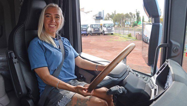 Agustina se convirtió en camionera profesional y una de las mejores del país.