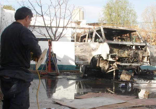 El fuego destruyó una camioneta