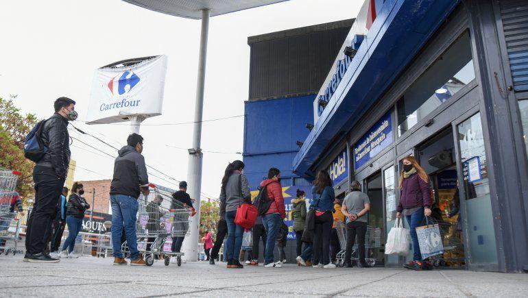 Bajan los casos en Neuquén y autorizan más apertura comercial