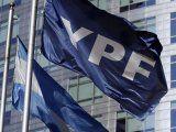 YPF propuso como garantía a su empresa eléctrica y agregó el pago de cupones a los bonos con los que busca correr los plazos de vencimiento.
