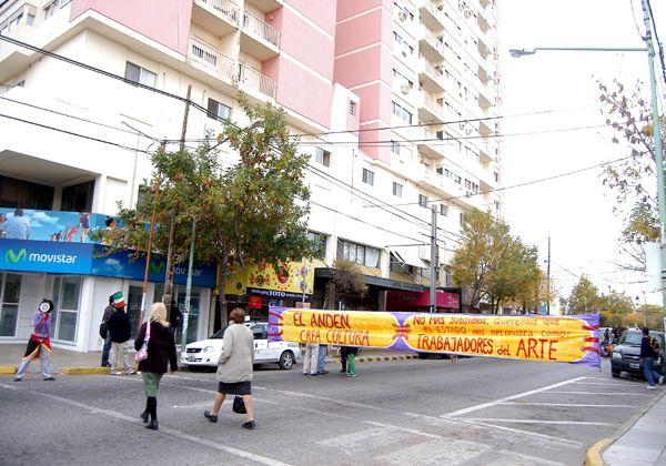 Integrantes de El Andén se manifiestaron frente a la Municipalidad