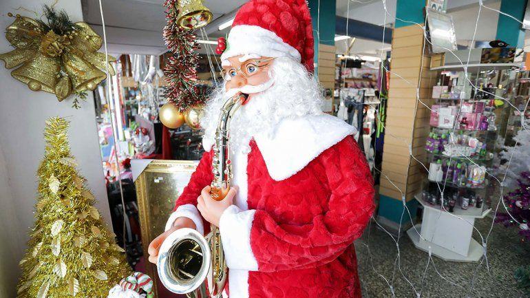 En la Muni no habrá bono, pero prometen caja navideña