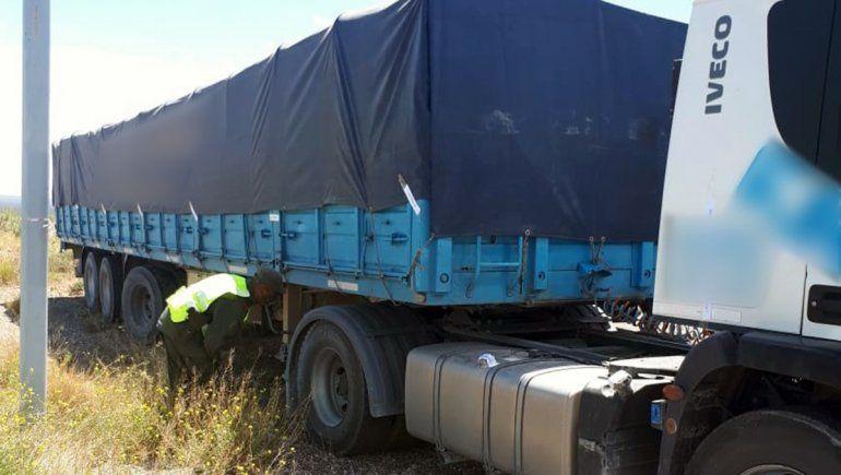 Incautaron 55 toneladas de carbonato de sodio trasladados en dos camiones