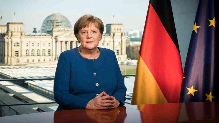 Merkel quedó aislada porque el médico que la vacunó dio positivo
