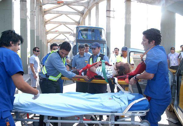 Un taxista ebrio chocó en el puente