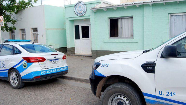 Le sacaron el arma reglamentaria al policía involucrado en el presunto abuso sexual de una nena