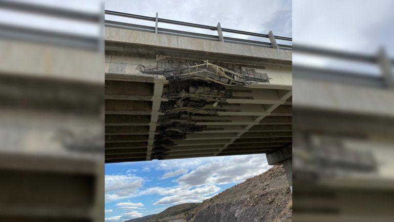 Un camión chocó contra un puente y está cortada la Ruta 234