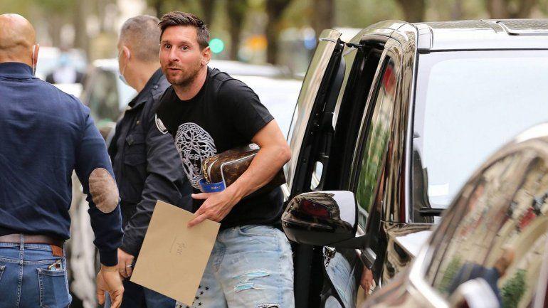 En medio de rumores de infidelidad, Messi y Antonela regresaron a Barcelona