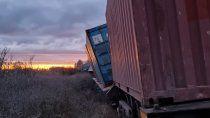 susto en chimpay: descarrilo un tren de carga que venia al alto valle