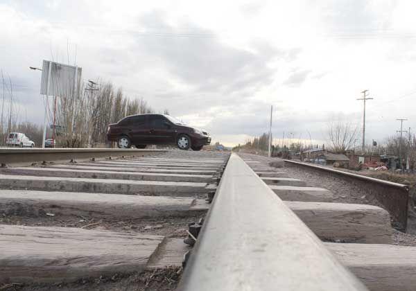 A cinco meses del accidente, se sigue usando el paso a nivel del Puente 83
