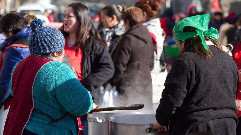 Organizaciones sociales suspendieron la olla popular y se reunieron con Di Tella
