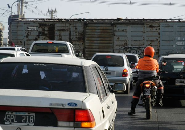 Municipio y Ferrosur harán prevención de cruces de pasos a nivel