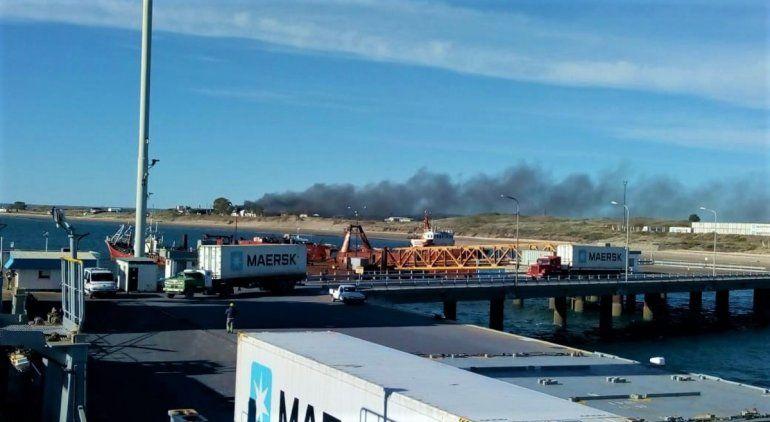 Incendio en una planta pesquera de Puerto San Antonio Este